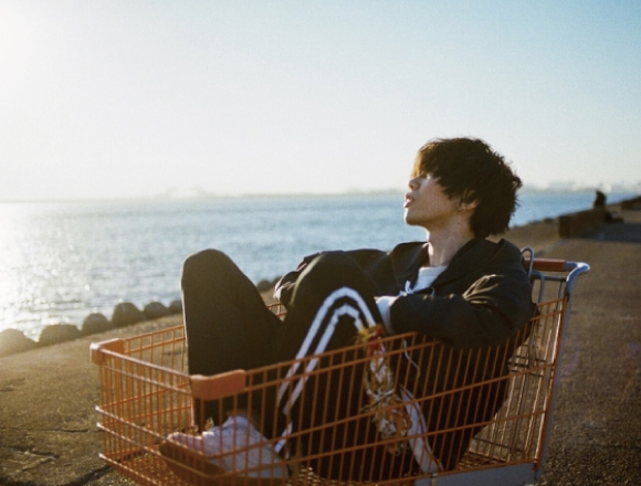 Kenshi Yonezu sits down to talk with Kohei Hirokoshi—the