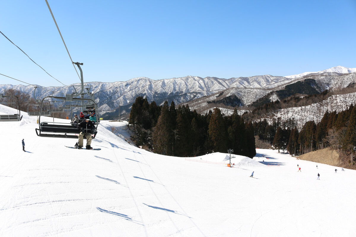 "okuibuki snow resort"" in shiga prefecture will be opened until april"