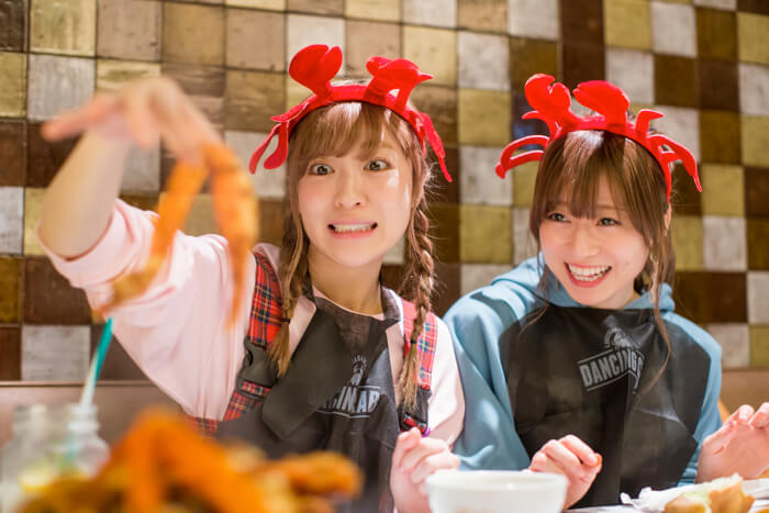 "Sai Sai Jaran Jaran #1: SILENT SIREN Eat Seafood With Their Bare Hands at ""Dancing Crab"""