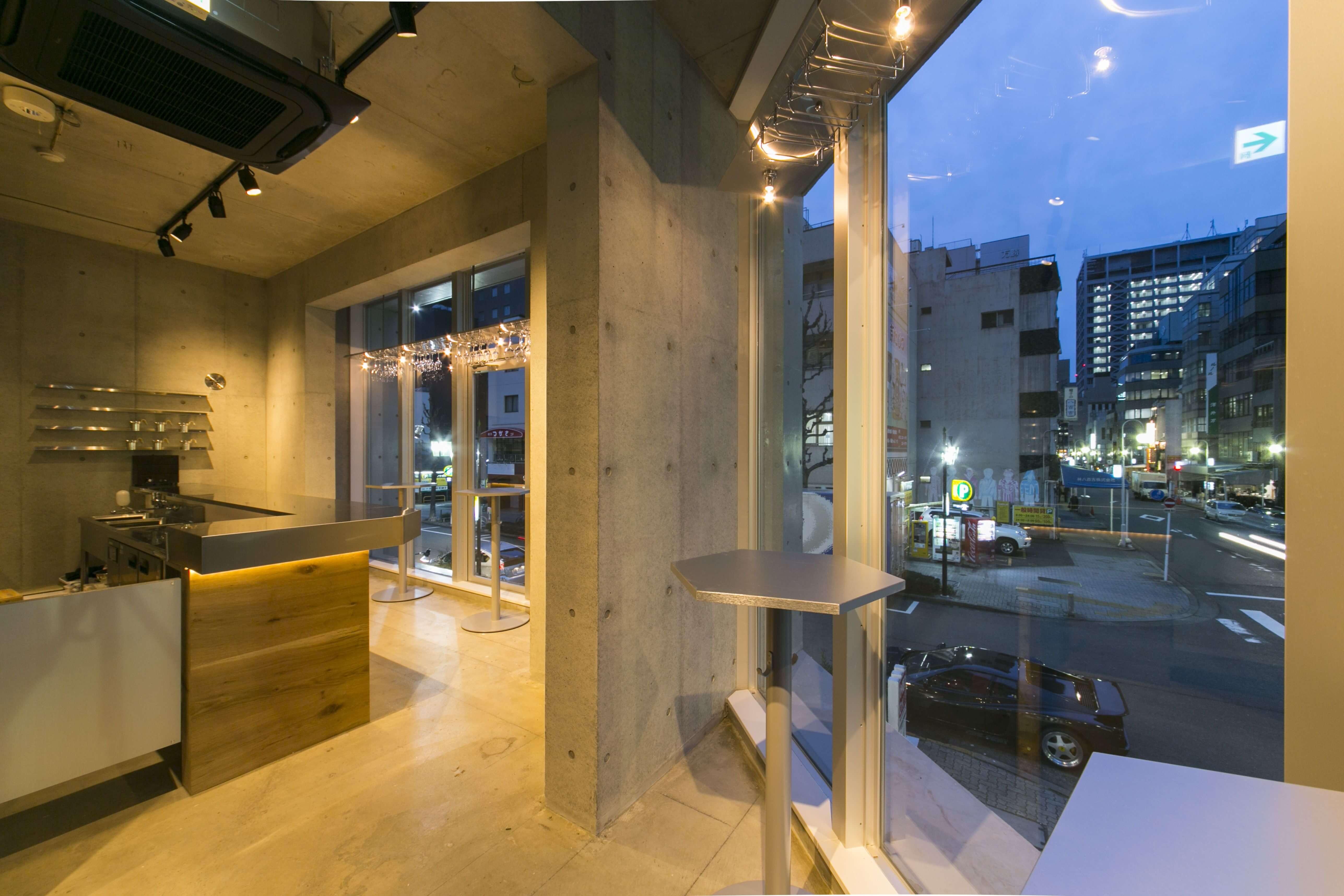 立ち飲みスタイルの日本酒バー「純米酒専門YATA」中部国際空港にオープン3