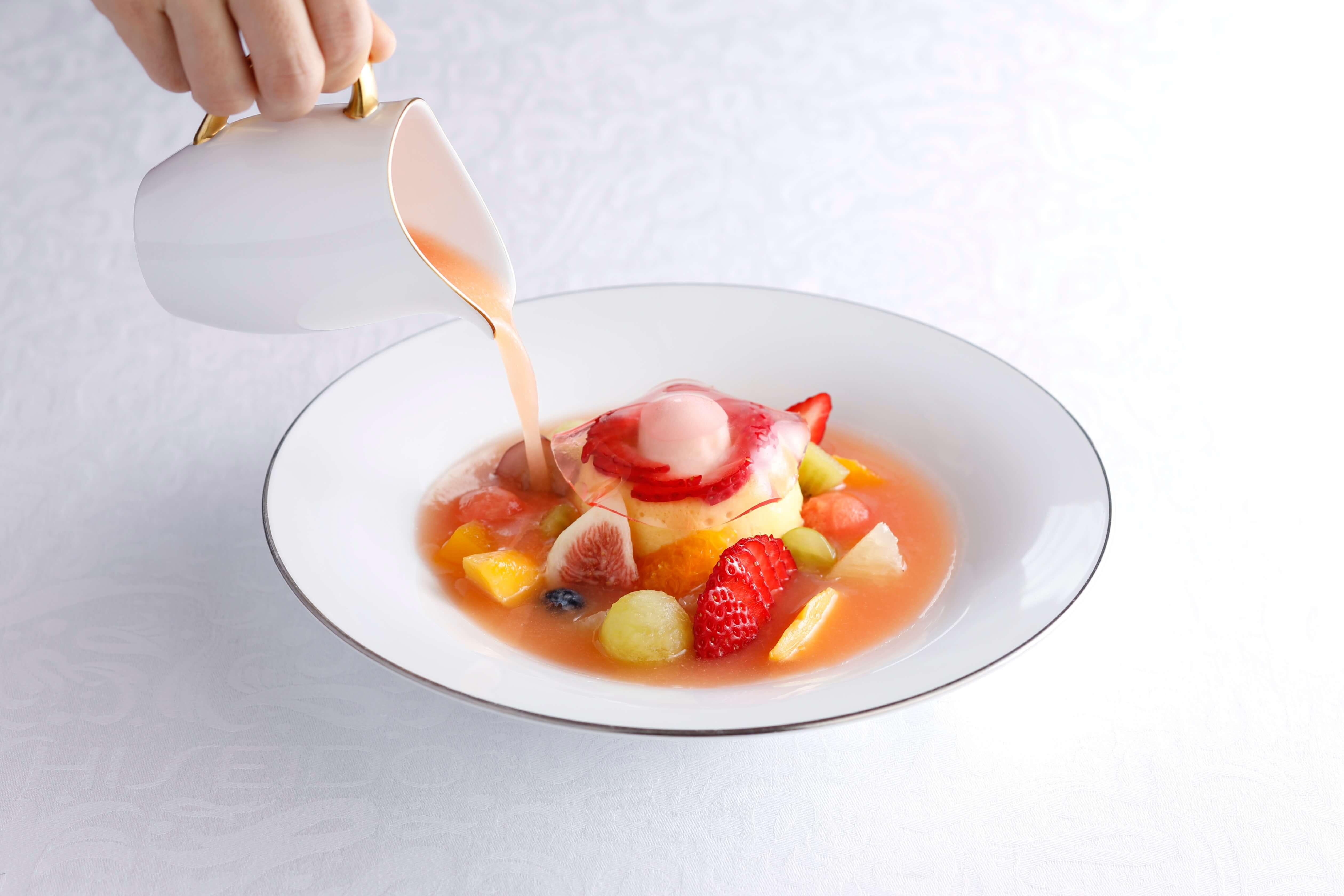 宮崎マンゴーとアプリコットのババロア~フルーツスープ仕立て~