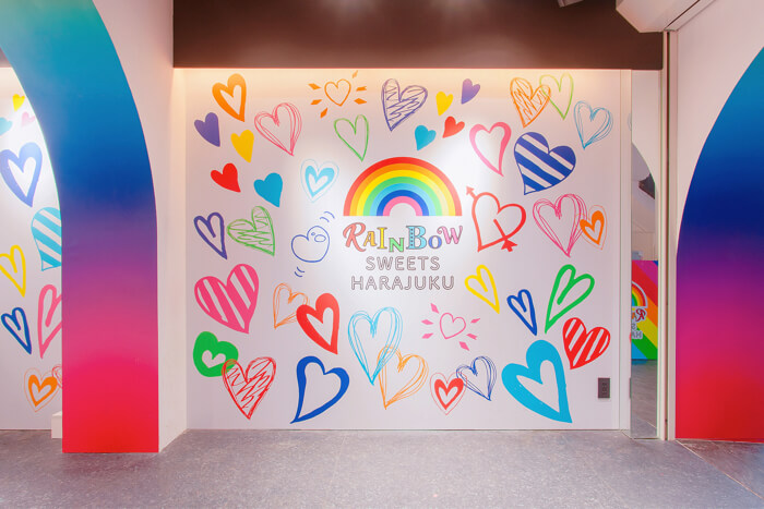 世界初のレインボースイーツ専門店「RAINBOW SWEETS HARAJUKU」(レインボースイーツ原宿) 竹下通り
