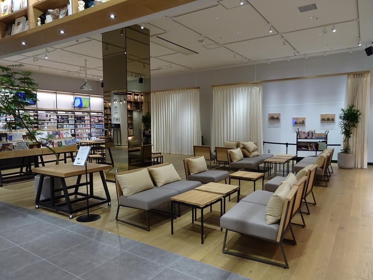 tsutaya-bookstore-mirai-nagasaki-cocowalk%ef%bc%92