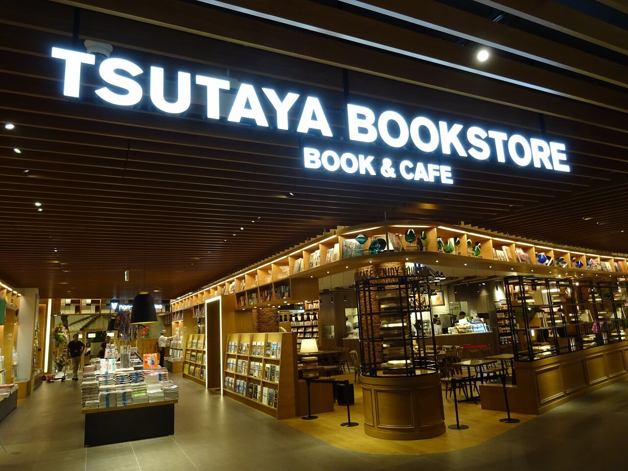 tsutaya-bookstore-mirai-nagasaki-cocowalk