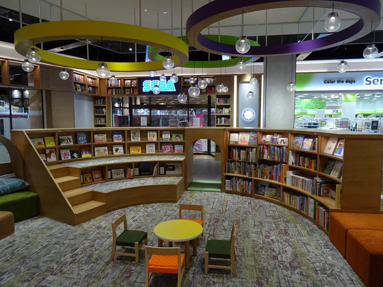 tsutaya-bookstore-mirai-nagasaki-cocowalk6