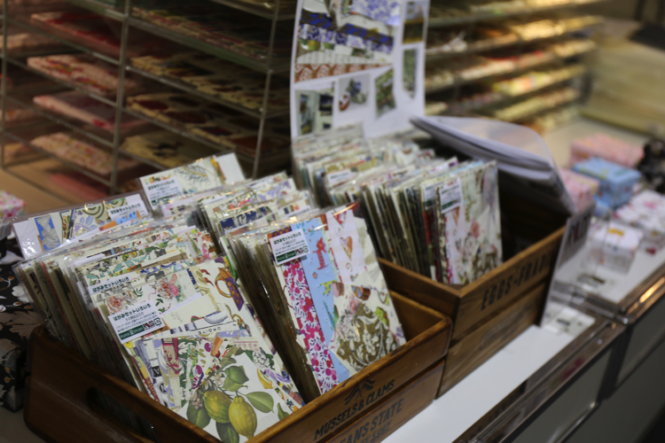 Japan's 100 yen shops to sell 16 varieties of fun message cards