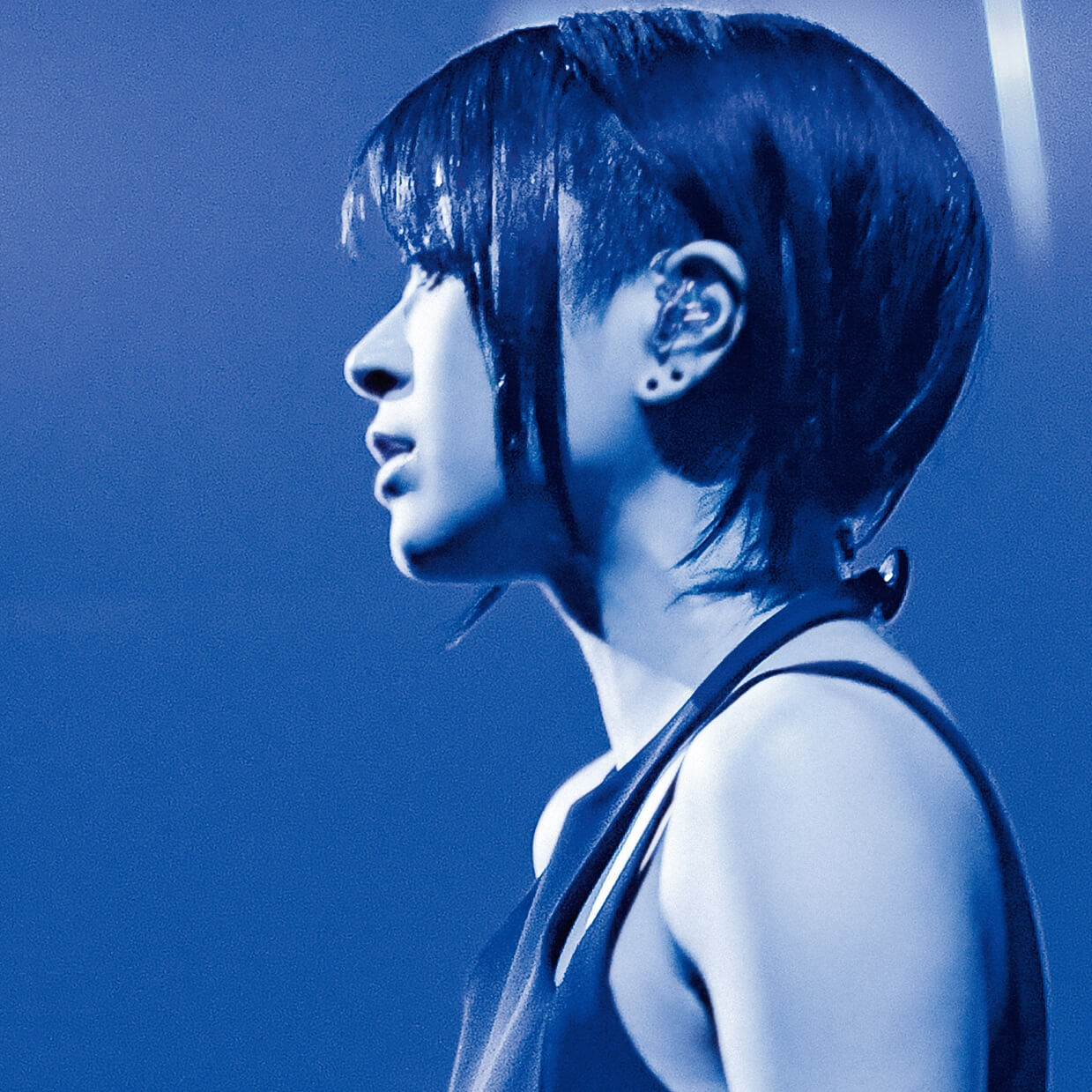 %e5%ae%87%e5%a4%9a%e7%94%b0%e3%83%92%e3%82%ab%e3%83%ab-hikaru-utada-%e5%ae%87%e5%a4%9a%e7%94%b0%e5%85%89-laughter-in-the-dark_jacket_s-2
