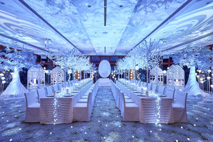"""純白の森ナイトミュージアム wedding hall 披露宴会場が見渡す限りの""""純白の森""""に copy"""