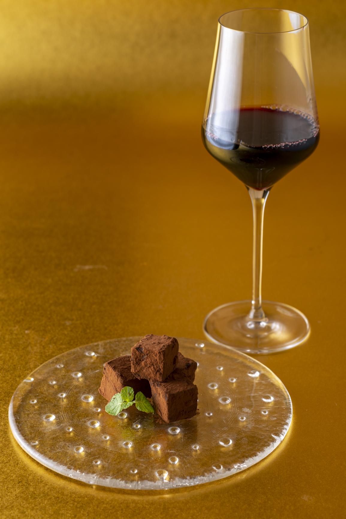 raw-chocolate-and-wine-pairing%e3%83%90%e3%83%bc%e3%83%ab-%e3%82%a2-%e3%83%b4%e3%82%a1%e3%83%b3-%e3%83%91%e3%83%ab%e3%82%bf%e3%83%bc%e3%82%b8%e3%82%a7-2