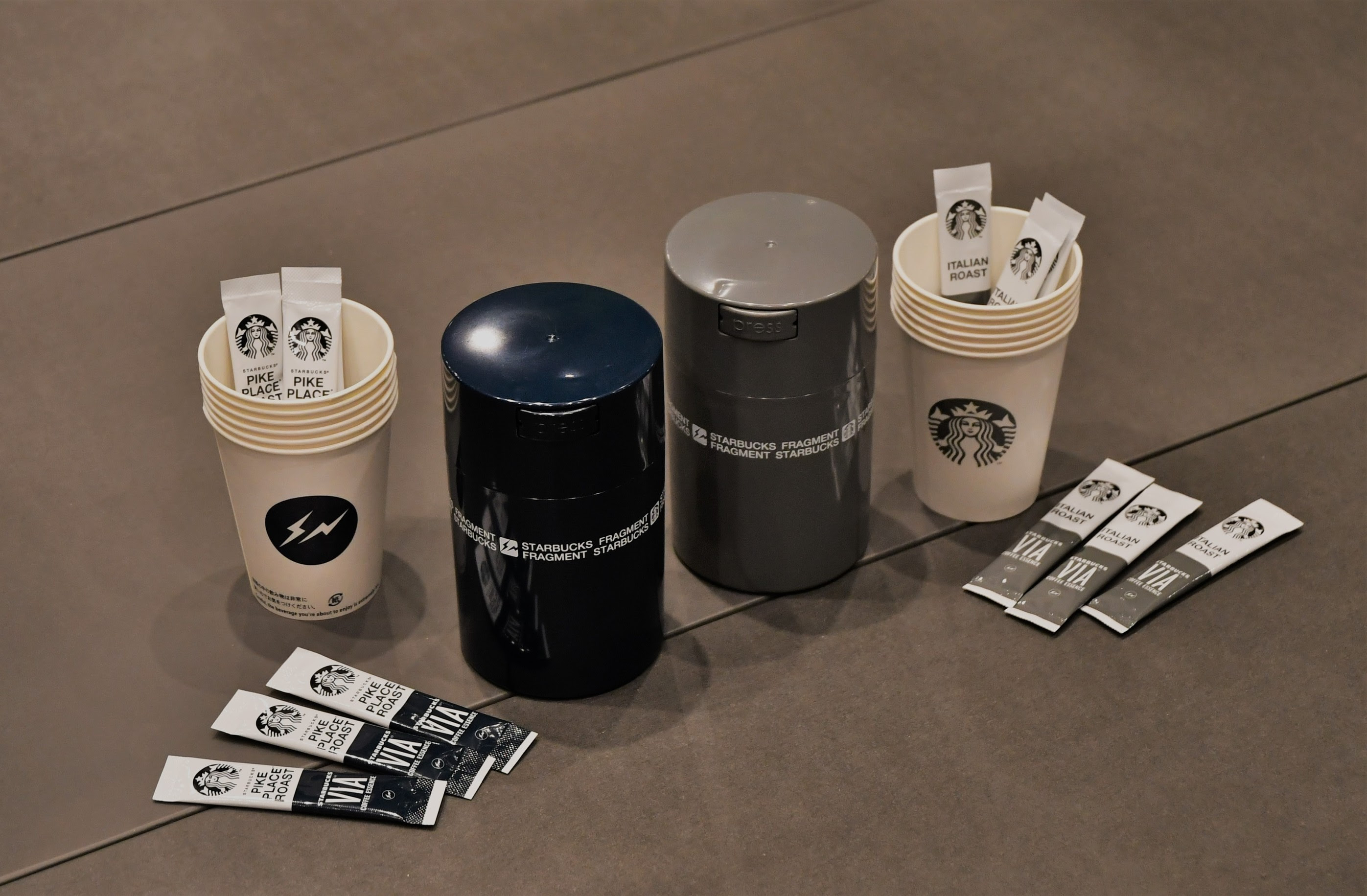 スターバックス ヴィア(R) コーヒーエッセンス+ペーパーカップ+キャニスター
