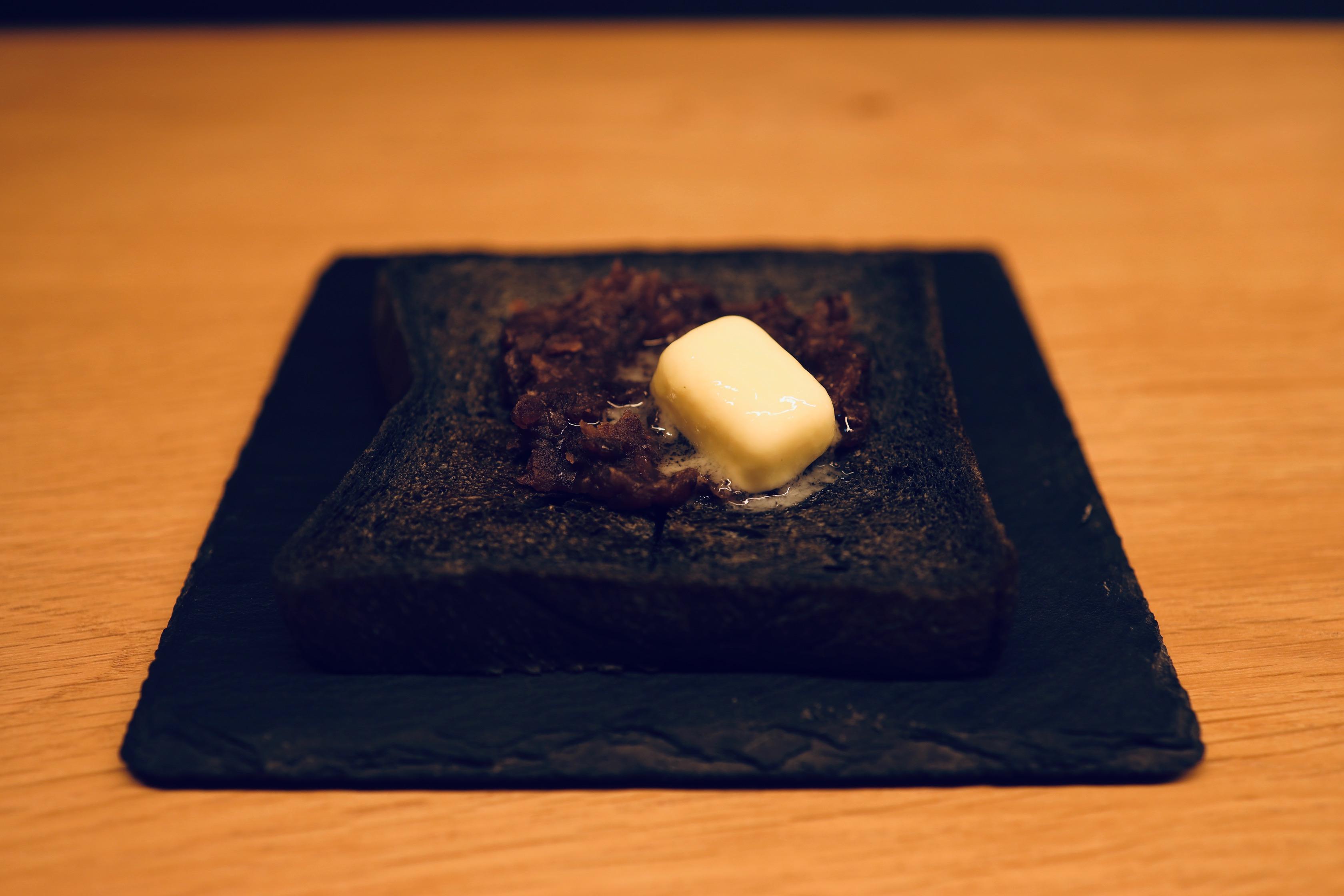 %e9%bb%92%e3%81%84%e3%81%82%e3%82%93%e3%83%90%e3%82%bf%e3%83%bc%e3%83%88%e3%83%bc%e3%82%b9%e3%83%88-black-bean-butter-toast