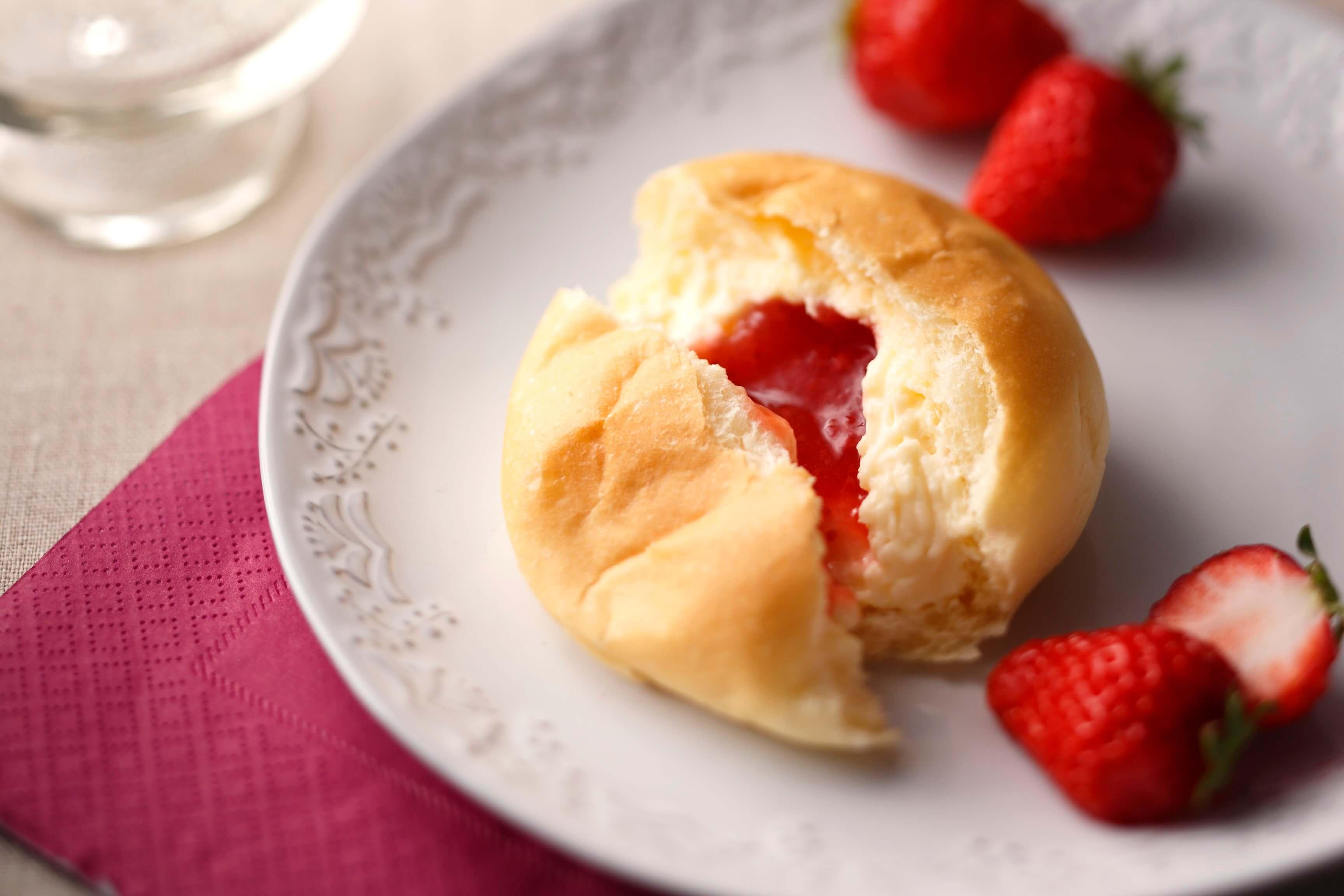 八天堂 くりーむパン いちご Hattendo sweets