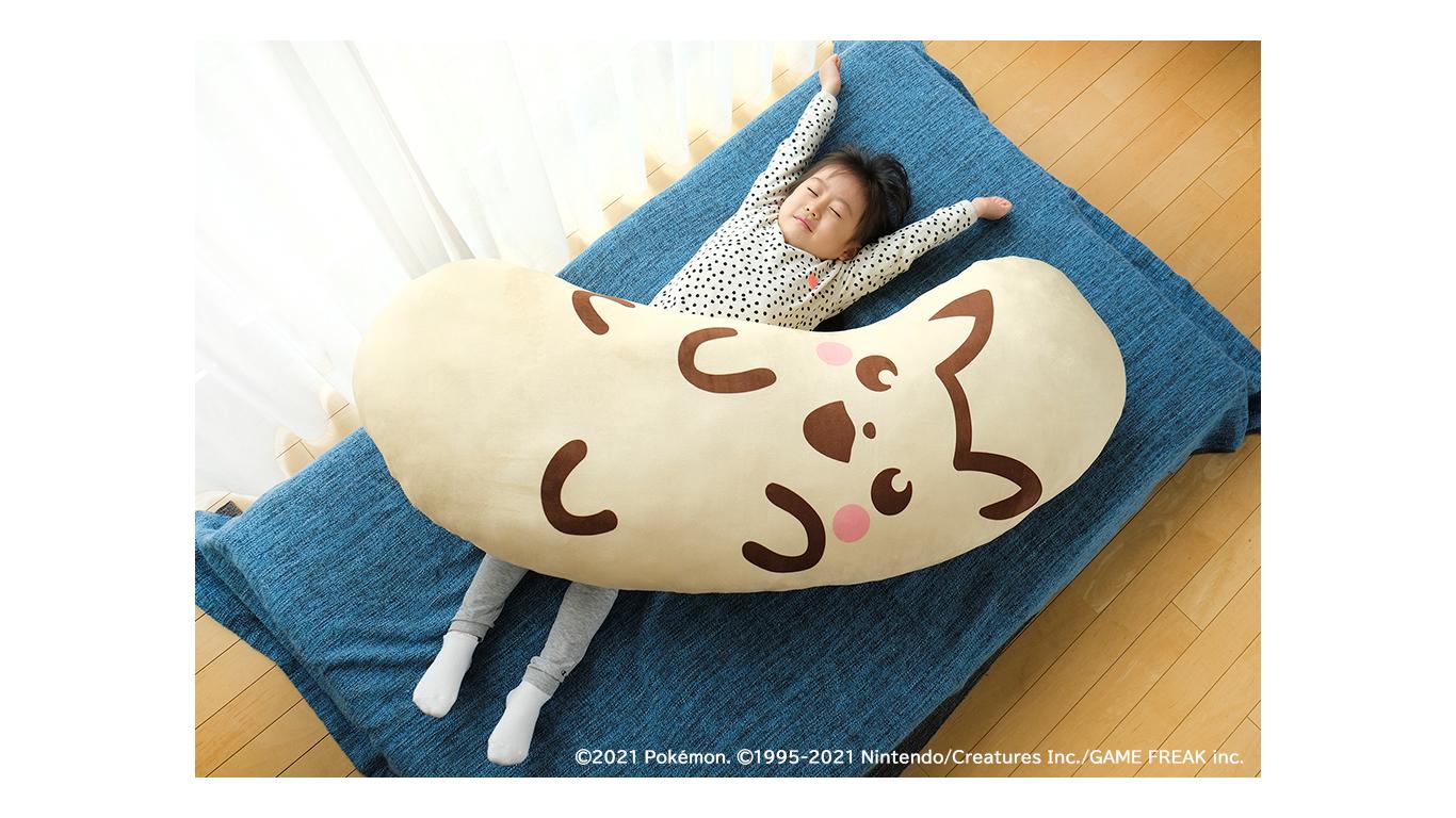 「ピカチュウ東京ばな奈」が抱き枕になって登場