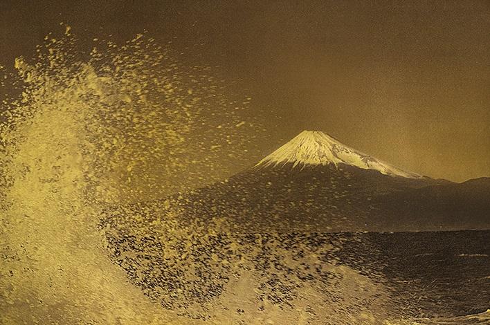 織作峰子写真展 「HAKUgraphyHommage to Hokusai」~悠久の時を旅して~ (2)